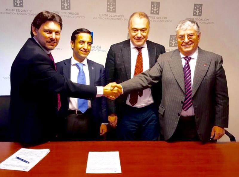 De esquerda a dereita: Rodríguez Miranda; Rey Varela; o embaixador de España en Uruguai, Roberto Varela; e mailo presidente do Consello Directivo da 'Española', Gerardo García Rial