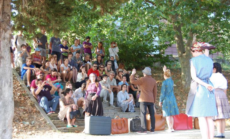 Na imaxe, momento da versión dramatizada sobre os movementos migratorios, unha das actividades que teñen previstas ao abeiro do programa 'Conecta con Galicia'