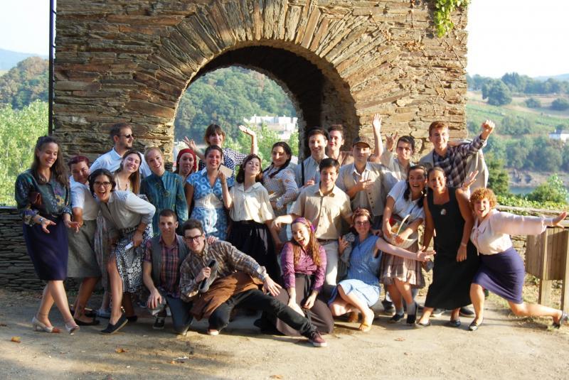 Na foto, os mozos e mozas galegos do exterior (e tamén outros e outras da Galicia territorial) participantes no programa 'Conecta con Galicia 2016' da Secretaría Xeral da Emigración