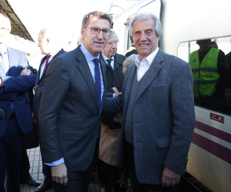 O presidente da Xunta, Alberto Núñez Feijóo, recibiu o presidente da República Oriental do Uruguai, Tabaré Vázquez, á súa chegada á cidade de Santiago de Compostela