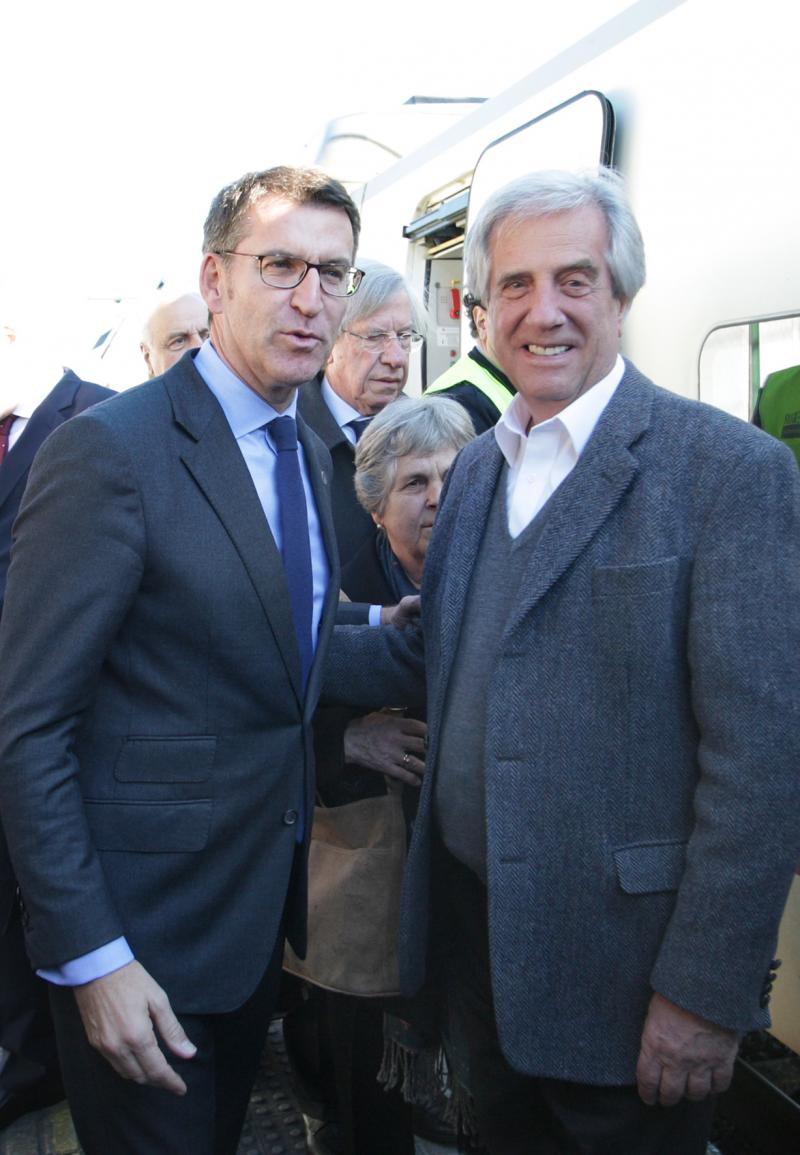 O presidente da Xunta, Alberto Núñez Feijóo, recibiu ao presidente da República Oriental do Uruguai, Tabaré Vázquez, á súa chegada á cidade de Santiago de Compostela.