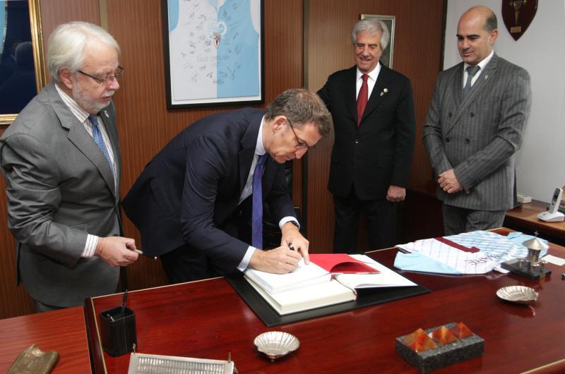 O presidente da Xunta, Alberto Núñez Feijóo, acompañou ao presidente da República Oriental do Uruguai, Tabaré Vázquez, a unha visita á Sociedade Deportiva Compostela