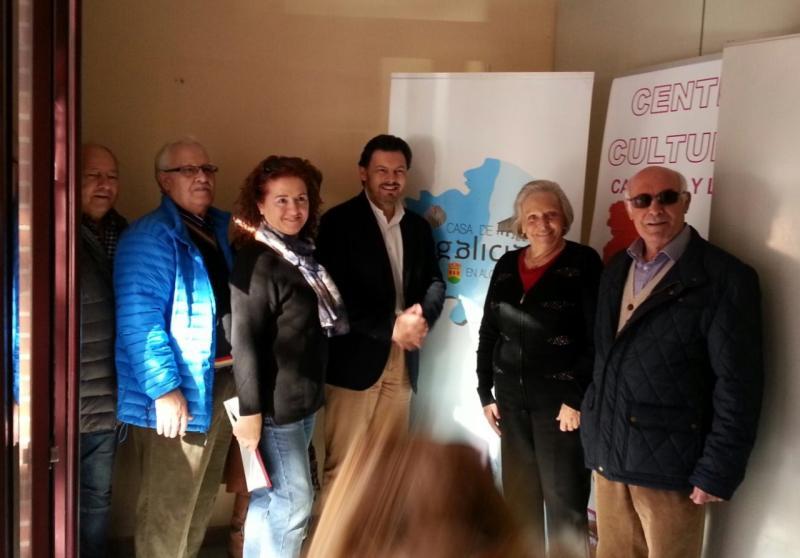 Miranda, con membros da Casa de Galicia en Alcorcón