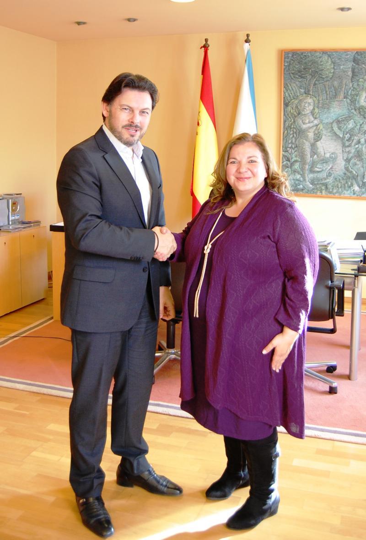 O secretario xeral da Emigración e a nova cónsul da Arxentina, durante a entrevista no despacho de Miranda en Santiago de Compostela