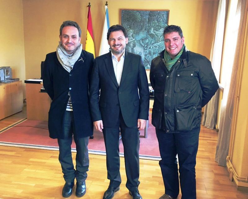 De izquierda a derecha: Carrete, Miranda y Mandianes durante la reunión celebrada en el despacho del secretario xeral da Emigración en Compostela