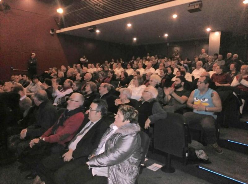 No festival folclórico de celebración do 125 aniversario do Centro Galego de Barcelona actuaron grupos de diversas entidades galegas de Cataluña