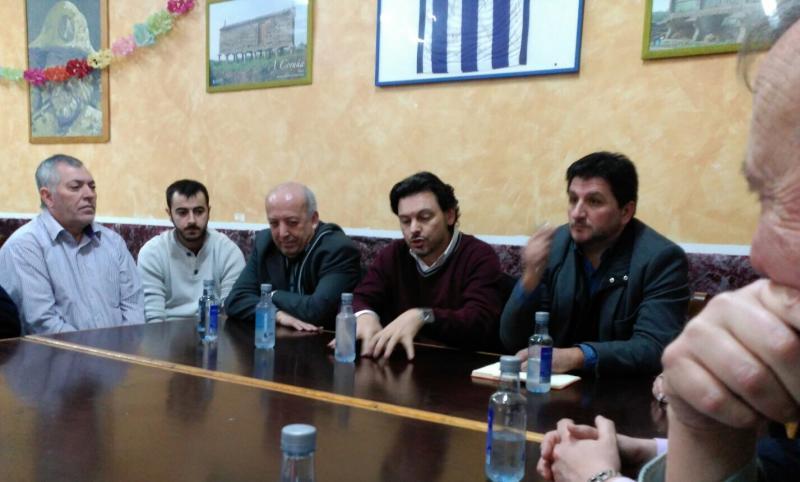 Imagen de la reunión de esta mañana en Badalona