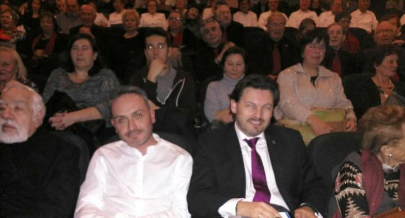Manoel Carrete (izquierda) y Antonio Rguez. Miranda (derecha) durante el festival folclórico de celebración del 125º aniversario del Centro Galego de Barcelona