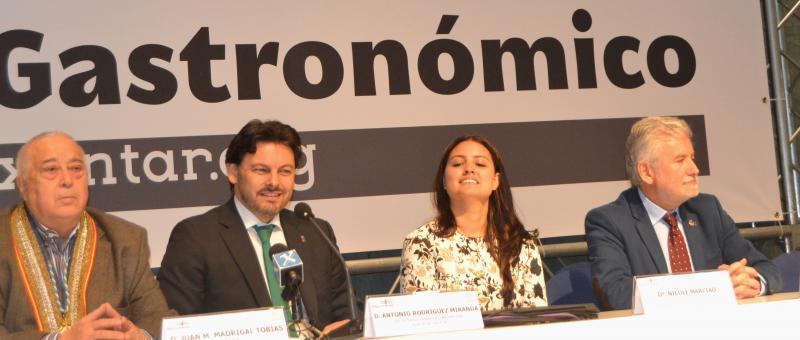 Á entrega dos premios asistiron, ademais do secretario xeral da Emigración, a delegada da Xunta en Ourense e o vicepresidente da Deputación Provincial ourensá