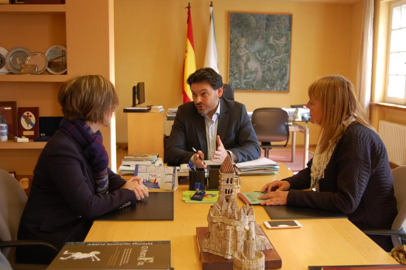 Doel, Valeiro y Miranda en el despacho del secretario xeral da Emigración en Santiago de Compostela