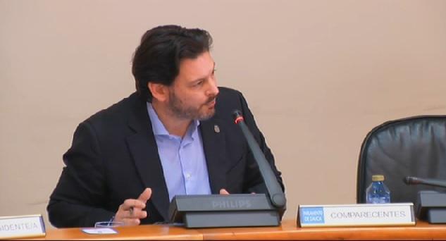 Antonio Rodríguez Miranda, secretario xeral da Emigración da Xunta de Galicia, durante a súa comparecencia esta mañá na Comisión 1ª do Parlamento de Galicia
