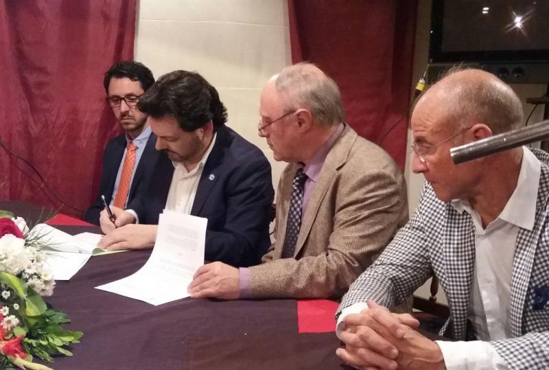 O secretario xeral asinou un acordo de colaboración coa Hermandad Gallega para o benestar integral das persoas maiores e das súas familias