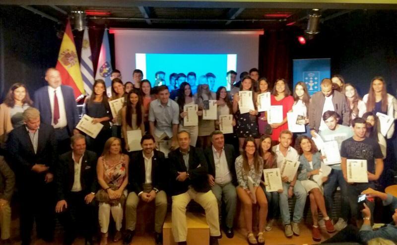 O secretario xeral, o embaixador de España e o delegado da Xunta entregaron as 'compostelas' á mocidade galega do Uruguai do Conecta con Galicia 2016