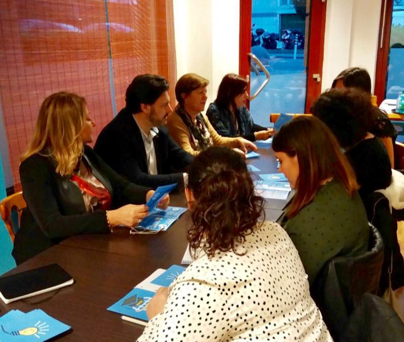 El secretario xeral da Emigración, con las representantes de entidades gallegas de Ginebra y Lausanne