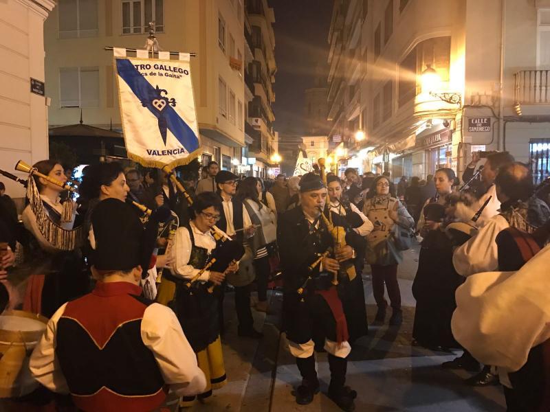 O Centro Galego de Valencia participou nas tradicionais 'mascletà' e na Ofrenda á Virxe dos Desamparados
