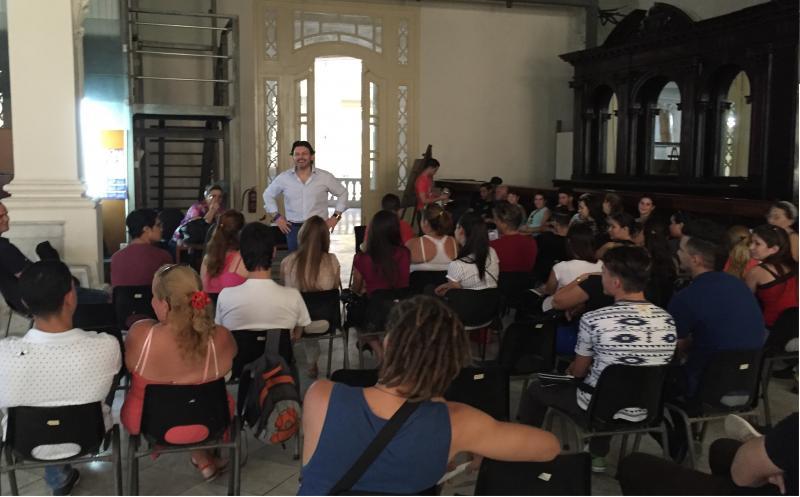 Continuando os seus contactos directos coa diáspora galega máis afastada, Miranda inicia unha viaxe ao interior de Cuba