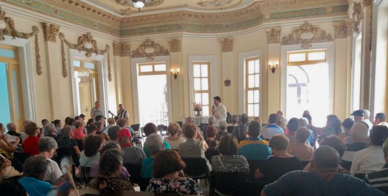 """Miranda gaba o papel da Federación de Sociedades Galegas en Cuba e dos coordinadores nas provincias, pois """"sen eles non chegariamos aos paisanos que nos necesitan, a maioría de avanzada idade"""""""