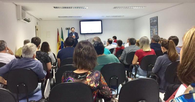 O secretario xeral da Emigración presentou en Santos as 'Bolsas Excelencia Mocidade Exterior'