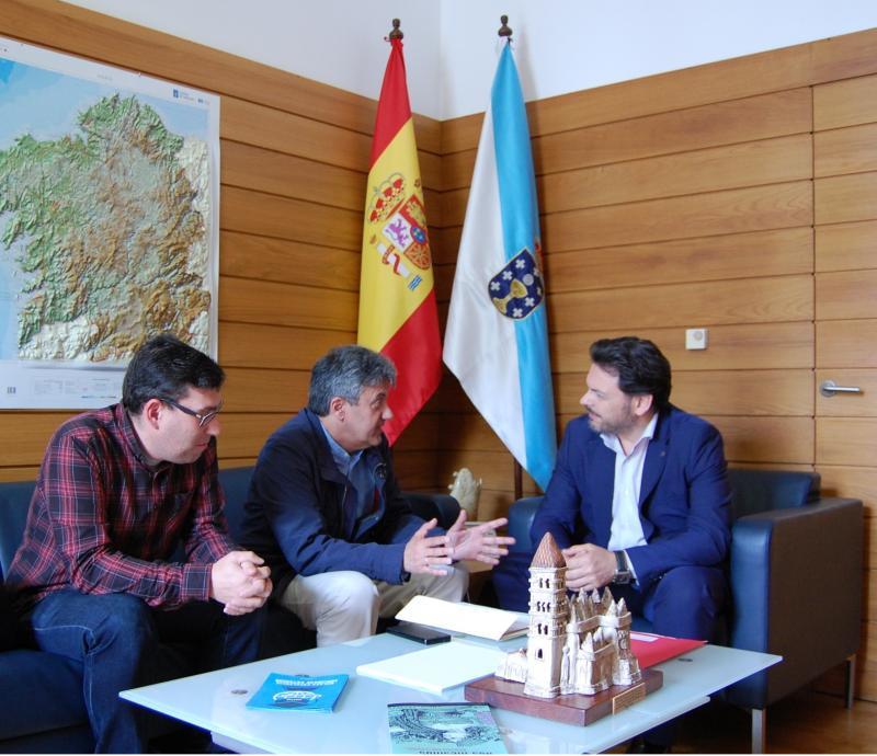 En la imagen, de izquierda a derecha: Coto, Cerdeira y Miranda durante la reunión en el despacho de este último en Santiago de Compostela