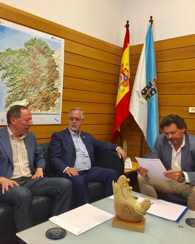De dereita a esquerda: Miranda, Gulías e Manuel Prado (alcalde de Beariz, localidade natal de Gulías)
