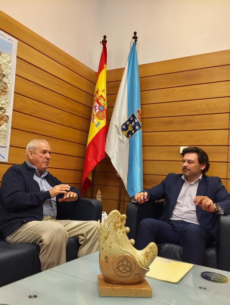 Miranda (a la derecha) y Ogando, durante la reunión en el despacho del secretario xeral da Emigración