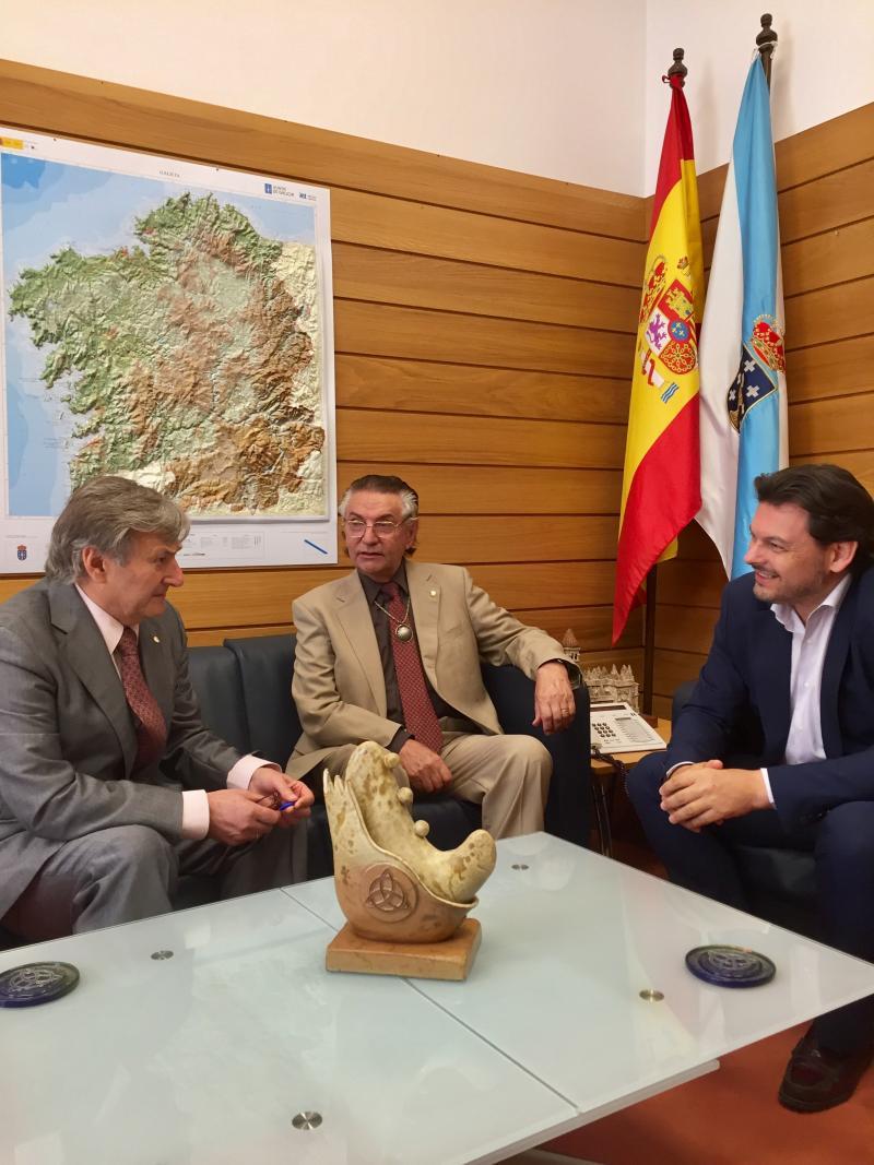 Miranda, con de Blas y Pardo, durante la reunión celebrada en el despacho del primero en Compostela
