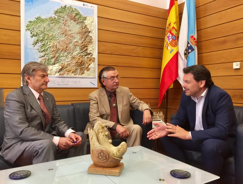 Miranda, con de Blas e Pardo, durante a reunión celebrada no despacho do primeiro en Compostela