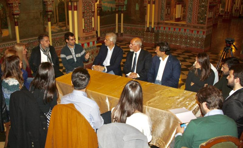 Imagen de la reciente reunión de Miranda en Buenos Aires con las y los beneficiarios de las Becas