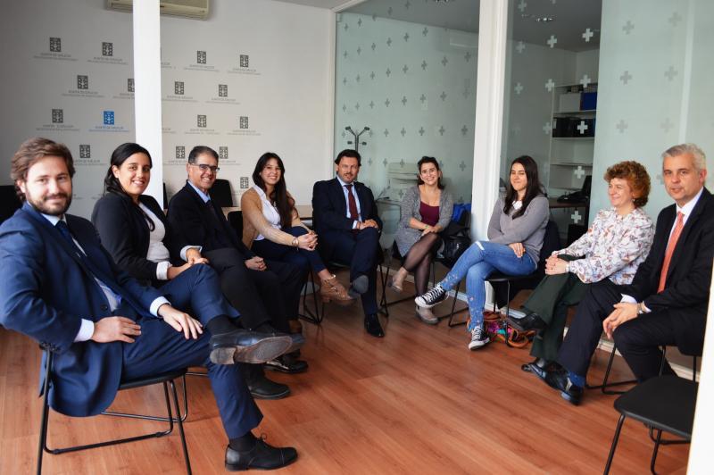 Imagen de la reciente reunión de Miranda en Montevideo con las y los beneficiarios de las Becas