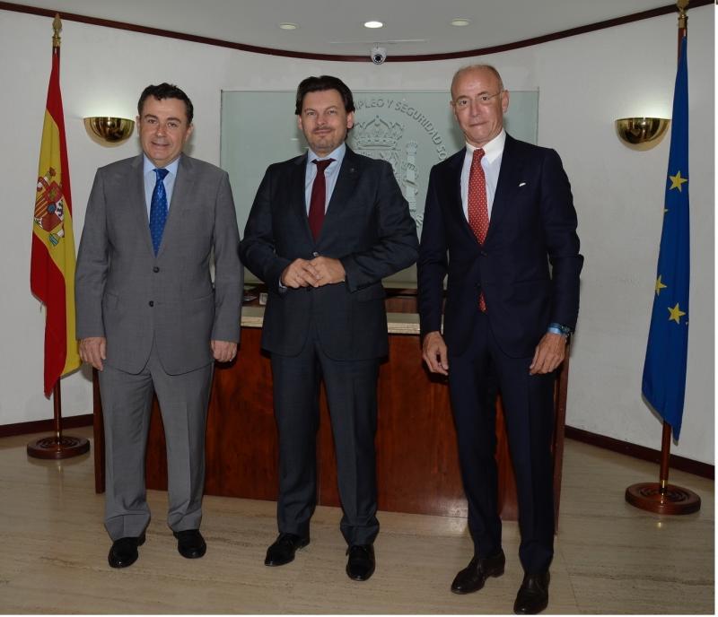De izquierda a derecha: Fernando Brea (secretario general de la Consejería Laboral  de la Embajada en Venezuela), Antonio Rguez. Miranda y Santiago Camba