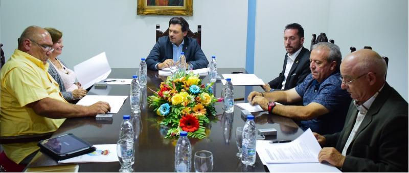 Imaxe da xuntanza de Miranda cos presidentes das comunidades galegas en Venezuela