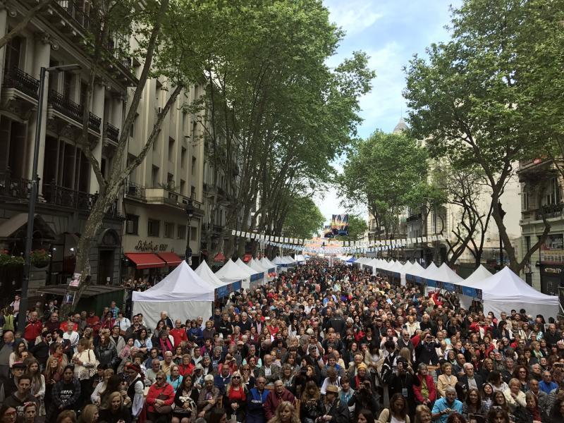 Miles de gallegos y gallegas se congregaron para celebrar los actos de conmemoración en el que se hace un reconocimiento especial a la comunidad gallega asentada en el país argentino