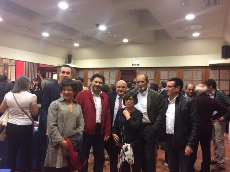 No centro da imaxe (con gravata vermella), José Antonio Solana; á súa dereita Miranda e, á esquerda, Ramón Brigos, subdirector xeral da Emigración e das Comunidades Galegas