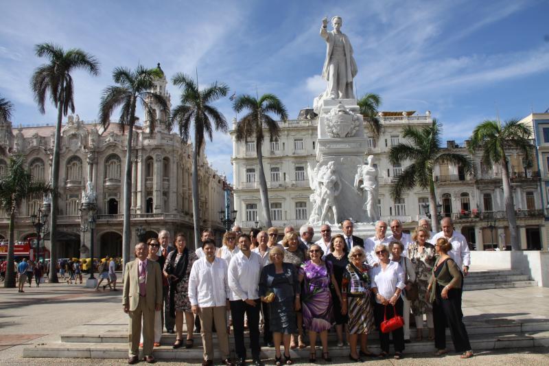 La  Enxebre Orde da Vieira celebró su Capítulo extraordinario en el antiguo Palacio del Centro  Gallego de La Habana, hoy sede del Gran Teatro de la capital cubana