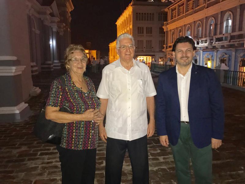 Miranda e Josefina Castro co arcebispo de Santiago de Cuba e presidente da Conferencia Episcopal de Cuba, Dionisio Guillermo García Ibáñez, con quen se mantén un contacto habitual tanto por colaboracións culturais coa Diócese, homóloga de Compostela, como polo compromiso social e relevancia que ten na sociedade cubana