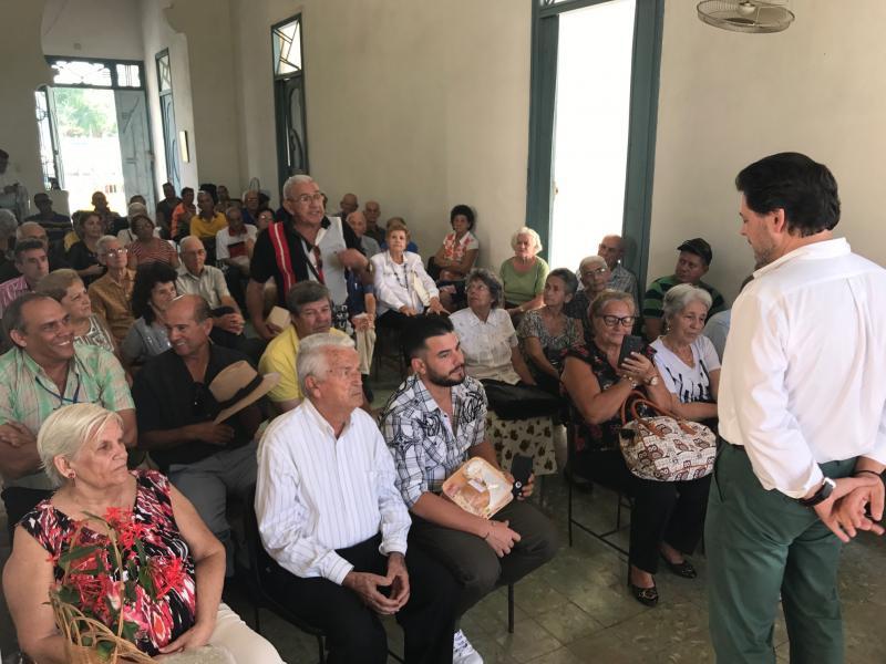 Un momento da reunión do secretario xeral da Emigración, Antonio Rodríguez Miranda, coa colectividade de galegos e galegas residentes en Santiago de Cuba