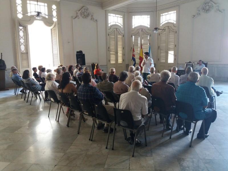 El secretario xeral da Emigración y el responsable en Cuba de la Oficina Laboral de la Embajada se reunieron con los y las representantes de las entidades gallegas en La Habana