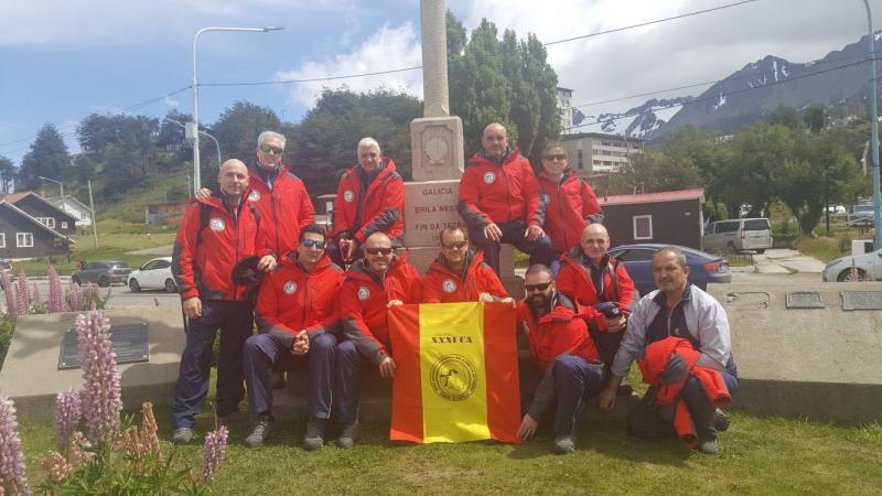 Os membros da XXXI Campaña Antártica, no cruceiro máis austral do mundo