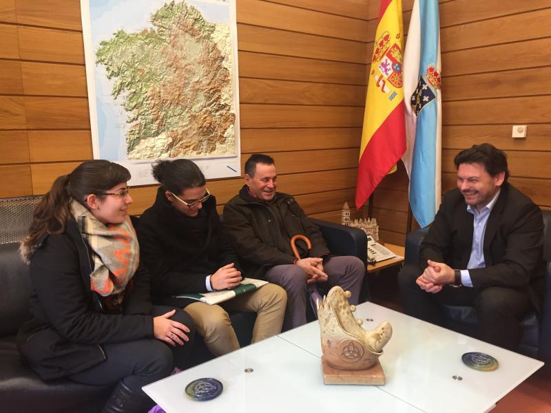 O secretario xeral da Emigración reuniuse coa presidenta da entidade para coñecer o proxecto de futuro da agrupación
