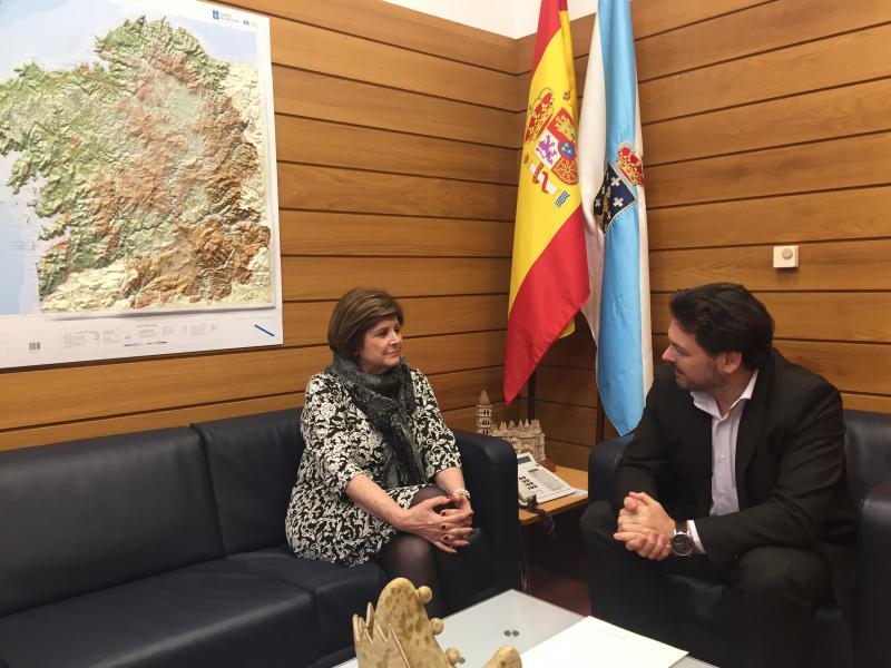 Daría González e Antonio Rodríguez Miranda, durante a reunión celebrada no despacho deste en Compostela