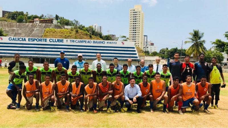 El secretario xeral da Emigración también visitó las instalaciones del Galícia Esporte Clube, que este año celebra su 85 aniversario