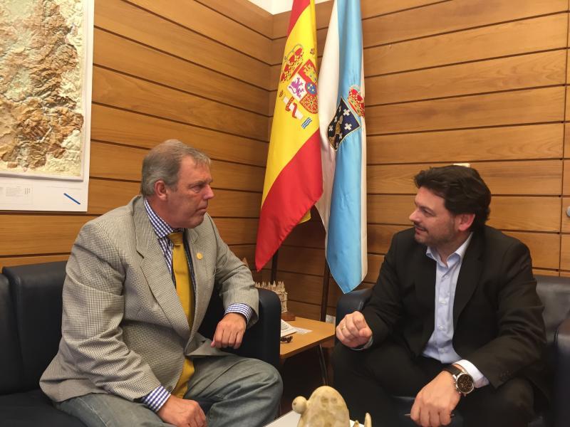 Na imaxe, Torres e Miranda, durante a reunión celebrada no despacho deste último en Santiago de Compostela
