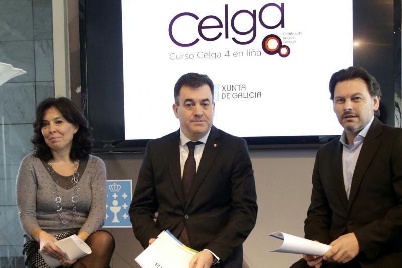 O conselleiro de Cultura, Educación e Ordenación Universitaria, Román Rodríguez; a directora da Axencia para a Modernización Tecnolóxica de Galicia (Amtega), Mar Pereira Álvarez (á súa dereita); e o secretario xeral da Emigración (á súa esquerda) na presentación desta mañá
