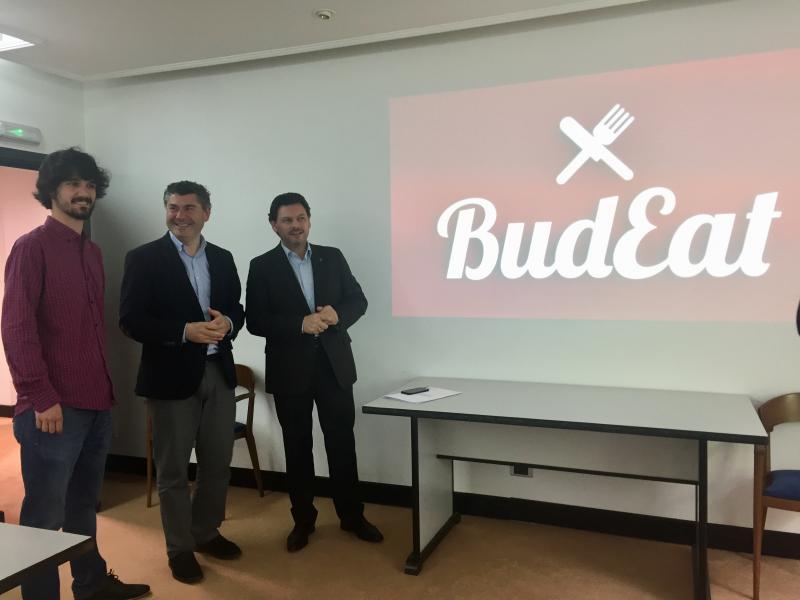 O secretario xeral da Emigración visitou un dos trece negocios postos en marcha na capital coruñesa grazas ás Axudas ao Retorno Emprendedor
