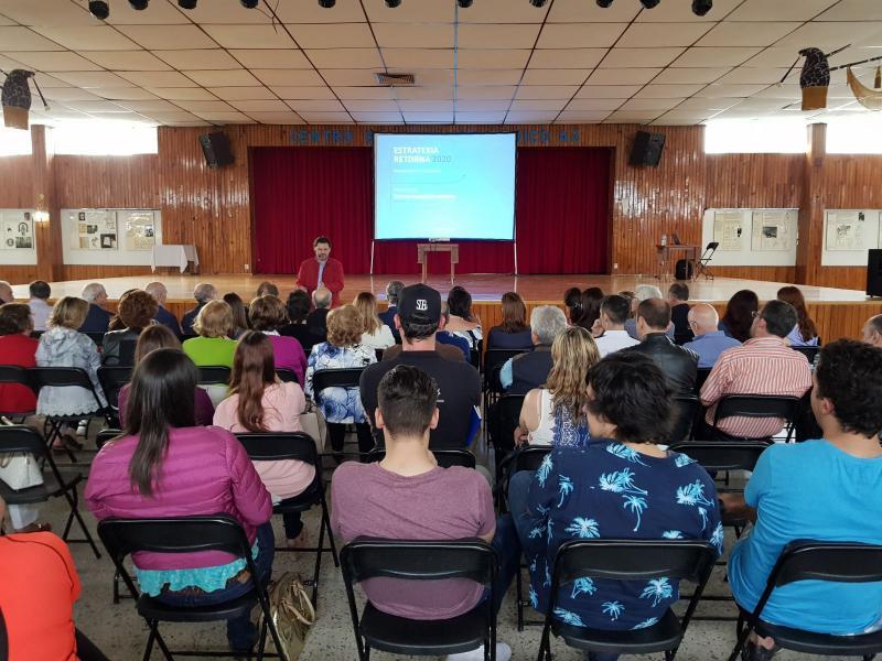 O secretario xeral da Emigración reuniu no Centro Gallego da capital mexicana decenas de mozas e mozos para informarlles dos principais programas da Estratexia Retorna 2020