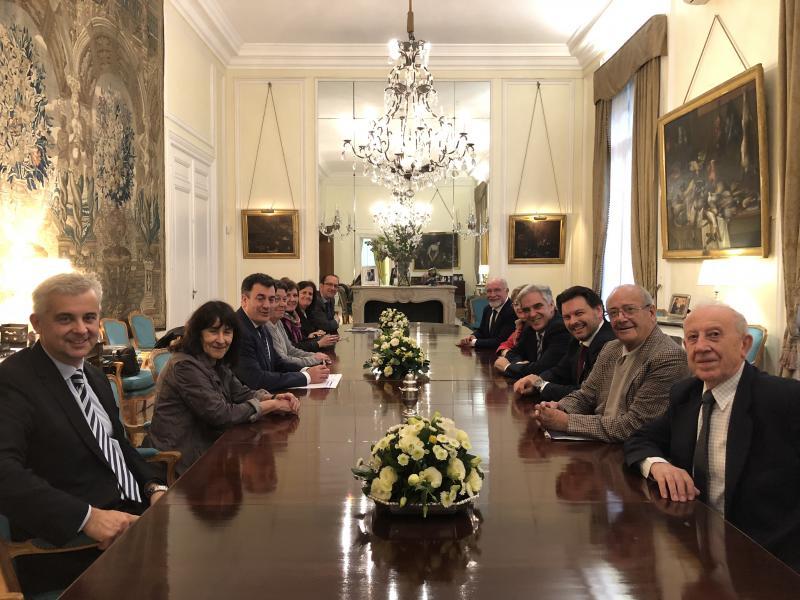 Na imaxe, reunión dos responsables da Xunta de Galicia coas e cos representantes do Centro Gallego de Bos Aires