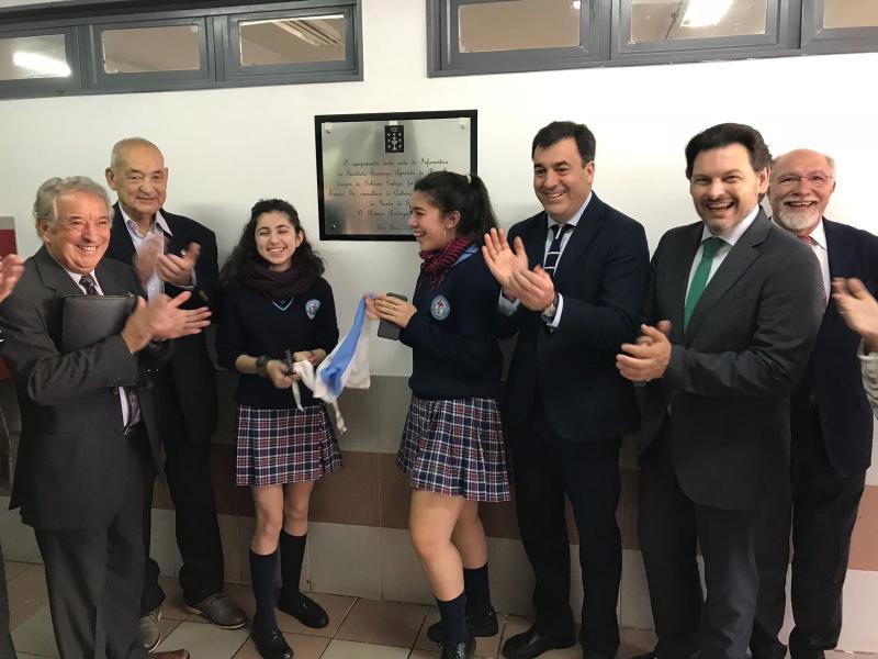 Román Rodríguez e Antonio Rodríguez Miranda visitaron o Colexio Santiago Apóstol de Bos Aires, que xa conta cunha aula de informática ao máximo nivel tras recibir  unha dotación de 30 ordenadores por parte da Xunta de Galicia