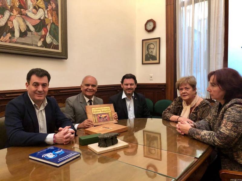 Previa á charla informativa, Román Rodríguez e Antonio Rodríguez Miranda reuníronse coa directiva e socias e socios do Patronato da Cultura Galega de Montevideo