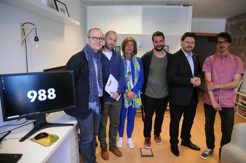 El secretario xeral da Emigración, junto con el alcalde de la ciudad de las Burgas y la delegada territorial de la Xunta en Ourense, visitó una de las empresas que reicibieron una de las Ayudas al Retornado Emprendedor en los últimos cinco años