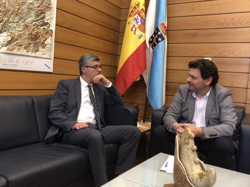 De la Campa e Miranda, durante a reunión celebrada no despacho deste último en Santiago de Compostela
